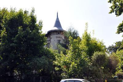 Zaniedbany Pałacyk Lipowa