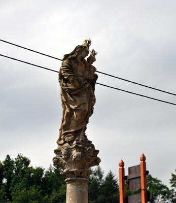 Figura Matki Boskiej w Bardzie Śląskim