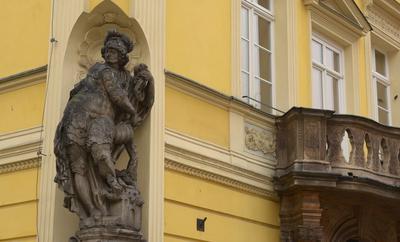 Jakaś figura na Ratuszu Świdnickiego Rynku