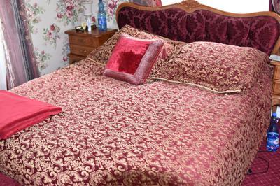 Małżeńskie łoże w hotelu Grawert Lądek Zdrój